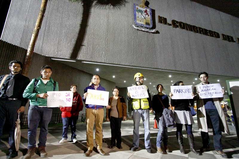 2014_11_04 Periódicos ABC - Diego Malo (protesta vs estacionamiento congreso NL)