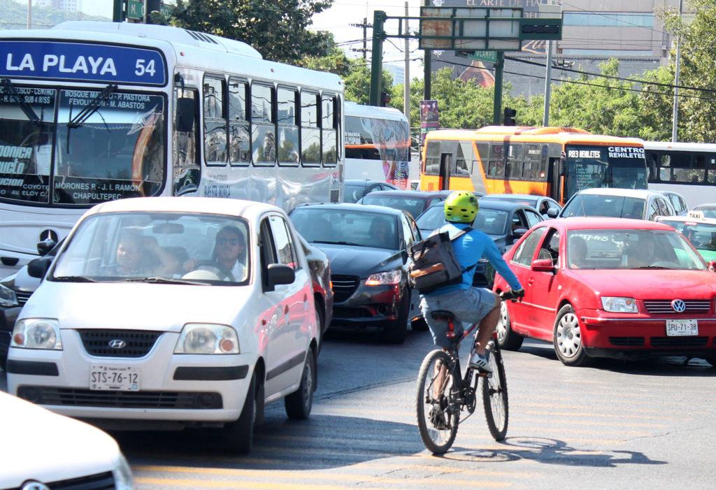 Activistas y urbanistas exigen a ambos niveles de gobierno retomar el estudio que busca dar una movilidad sustentable a la población regia. Foto: Gerardo González.